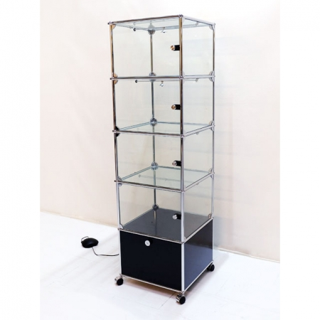 usm haller designerm bel kaufen glasvitrine mit beleuchtung bei resale. Black Bedroom Furniture Sets. Home Design Ideas