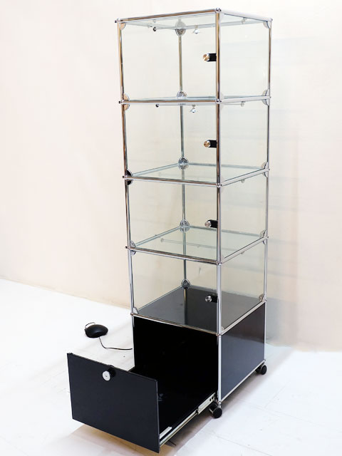 usm haller glasvitrine mit beleuchtung ebay. Black Bedroom Furniture Sets. Home Design Ideas